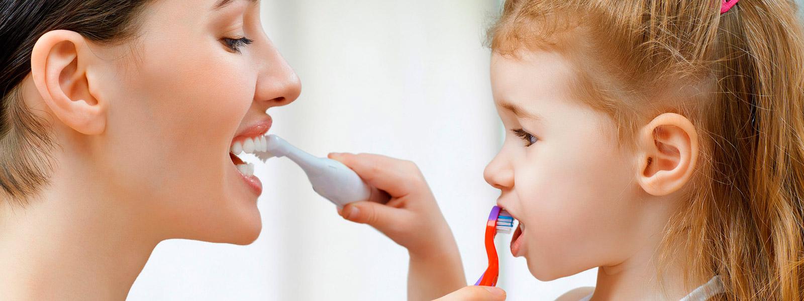 familia_tratamientos_dentales_clinica_mallorca_dentista_1600x600